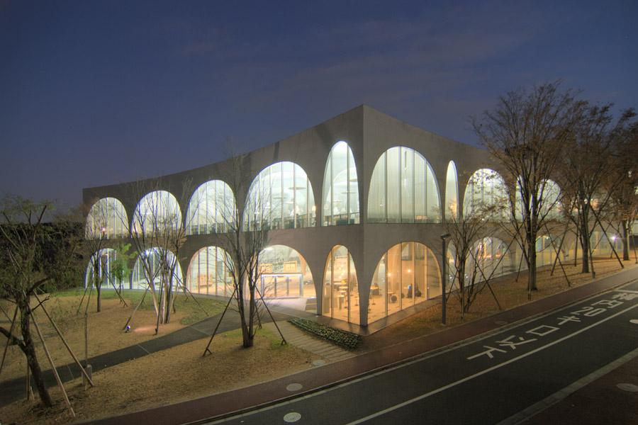Biblioteca da Universidade de Arte de Tama. Imagem ilustrativa texto bibliotecas mais bonitas do mundo.