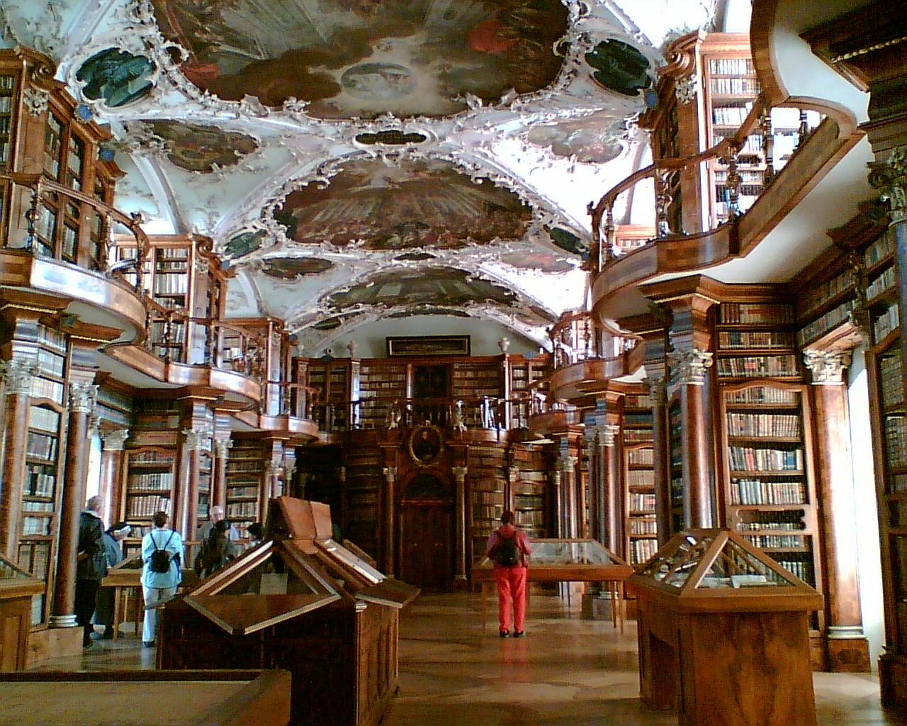 Teto ornamentado da Biblioteca da Abadia de São Galo. Imagem ilustrativa texto bibliotecas mais bonitas do mundo.