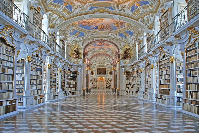 Interior da Biblioteca do Monastério Beneditino de Admont. Imagem ilustrativa texto bibliotecas mais bonitas do mundo.
