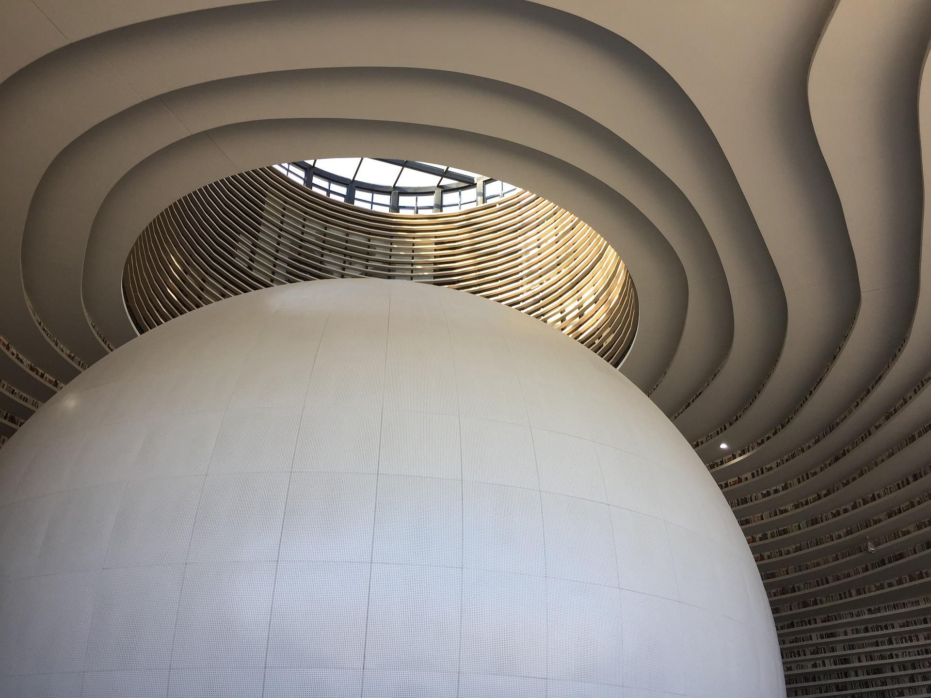 Esfera gigante e estantes da Biblioteca de Tianjin. Imagem ilustrativa texto bibliotecas mais bonitas do mundo.