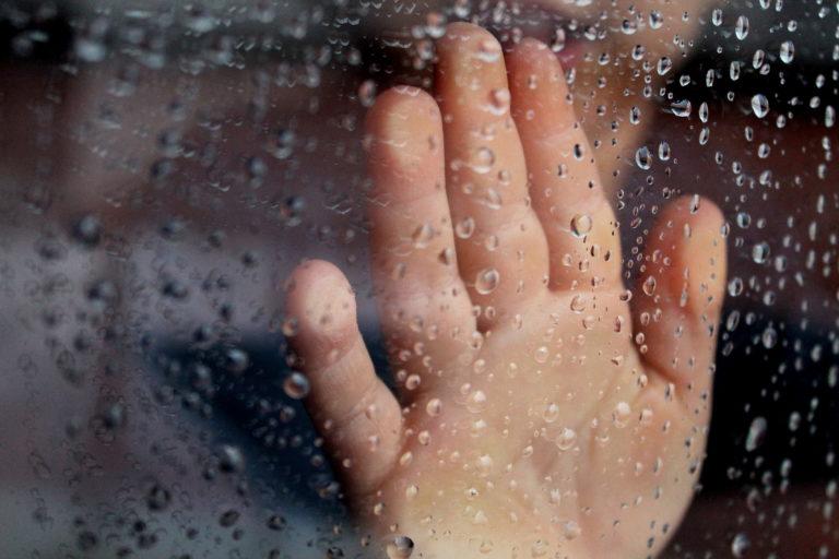 Conheça 10 ideias de brincadeiras para os dias de chuva