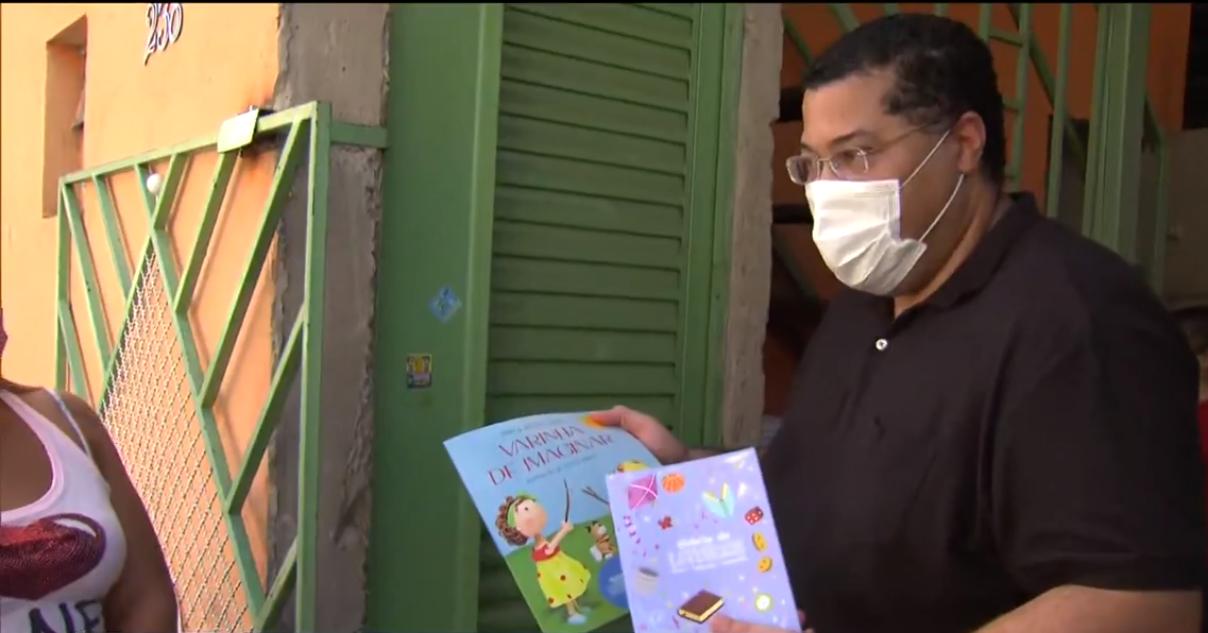 Frame de matéria sobre doação às família necessitadas por causa da pandemia, com o livro Varinha de Imaginar. Imagem ilustrativa texto esperança durante a pandemia.